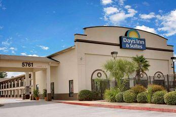 Days Inn & Suites Opelousas