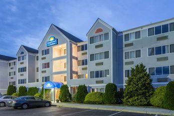 Days Inn & Suites Groton
