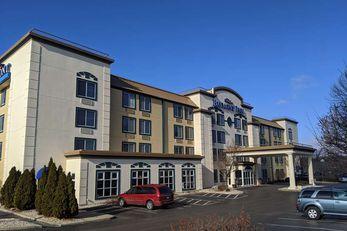 Baymont Inn & Suites Rockford