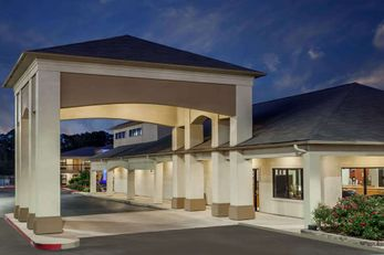 Days Inn & Suites Huntsville