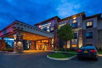 Best Western Plus Finger Lakes Inn & Ste