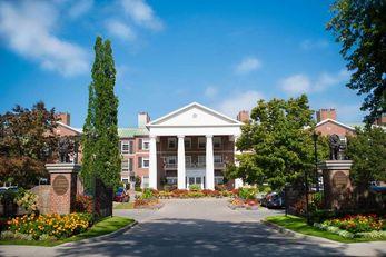 Queen's Landing Inn & Conference Resort