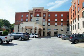 Hampton Inn & Suites Uptown-University