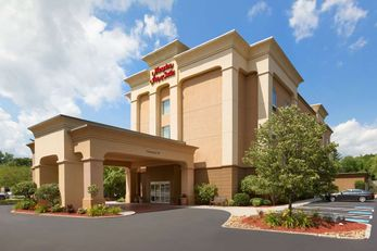 Hampton Inn & Suites Greenfield