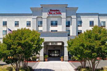Hampton Inn & Suites Sonoma County