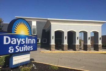 Days Inn & Suites Cincinnati North