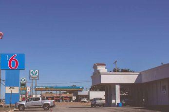 Motel 6 Sherman