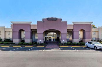 Quality Inn & Suites Airpark East
