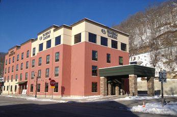 Cobblestone Inn & Suites - Marquette