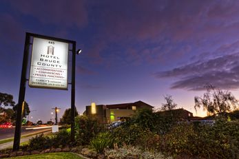 Hotel Bruce County