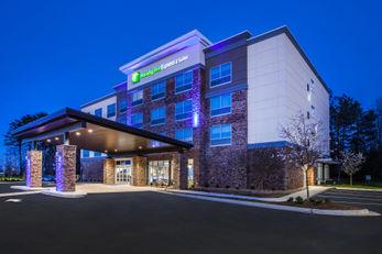 Holiday Inn Express & Stes Atlanta North