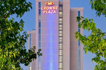 Crowne Plaza Chicago O'Hare Hotel & Conf