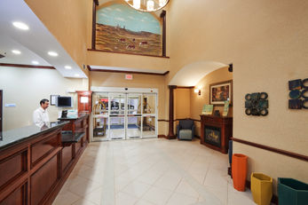 Holiday Inn Express Hotel & Suites Woodw