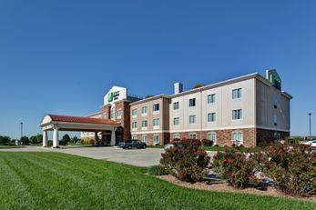 Holiday Inn Express & Suites Wichita