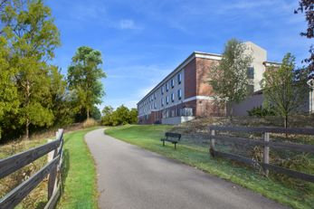 Holiday Inn Express & Suites Niles