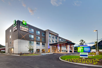 Holiday Inn Express & Suites Terrace