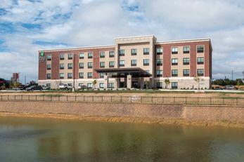 Holiday Inn Express & Suites Wentzville