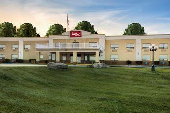 Red Roof Inn & Suites Newburgh - Stewart