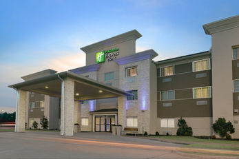 Holiday Inn Express & Suites Magnolia