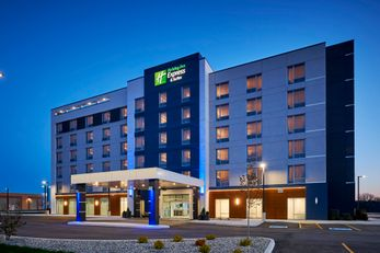 Holiday Inn Express & Suites Lakeshore