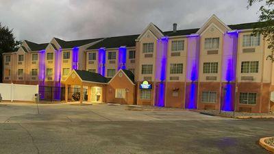 Days Inn & Suites by Wyndham Tampa