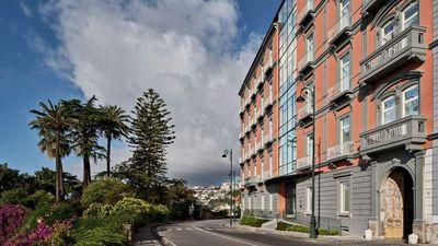 Britannique Naples, Curio Collection