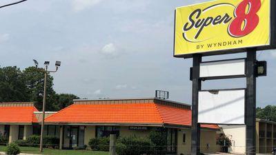 Super 8 by Wyndham Battleboro Rocky Moun