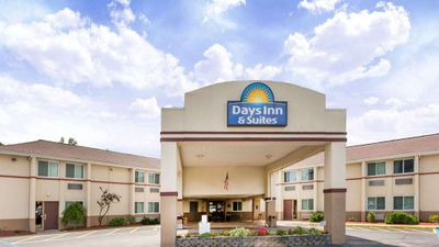 Days Inn & Suites Bridgeport