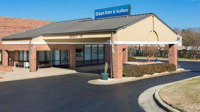 Days Inn & Suites Rocky Mount