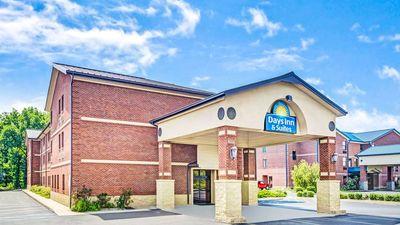 Days Inn & Suites Jeffersonville IN