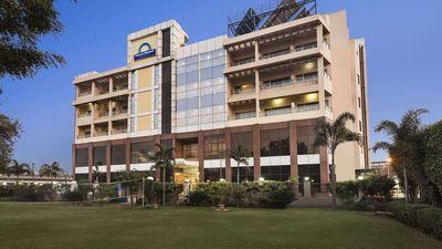 Days Hotel Neemrana Jaipur Highway