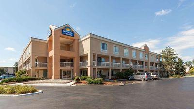 Days Inn & Suites Warren