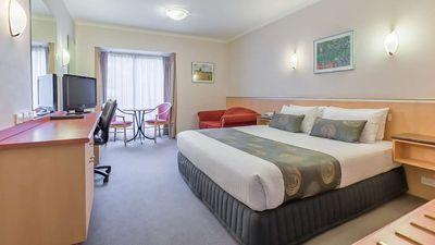 Waverley International Hotel