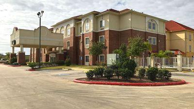 Americas Best Value Inn and Suites Port