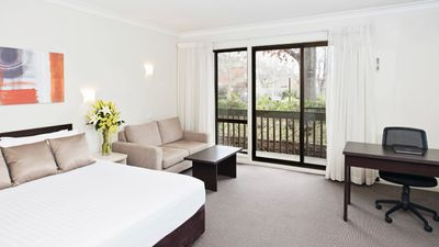 Tall Trees Canberra Hotel & Motel