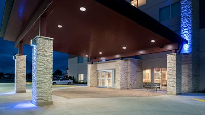 Holiday Inn Express/Suites Kingdom City