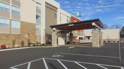 Holiday Inn Express & Suites Wapakoneta