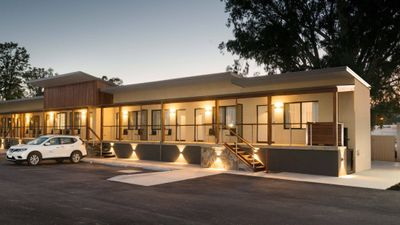 New Crossing Place Motel