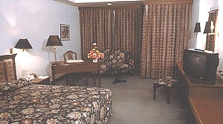 Tai-Pan Hotel Bangkok Room
