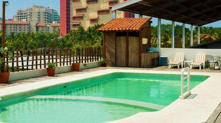 LH Suites Ixtapa Plaza Pool