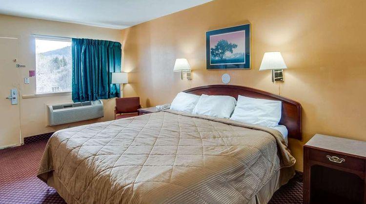 Econo Lodge Room