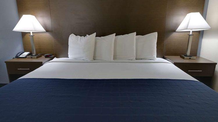 SureStay Hotel by Best Western Ridgeland Room