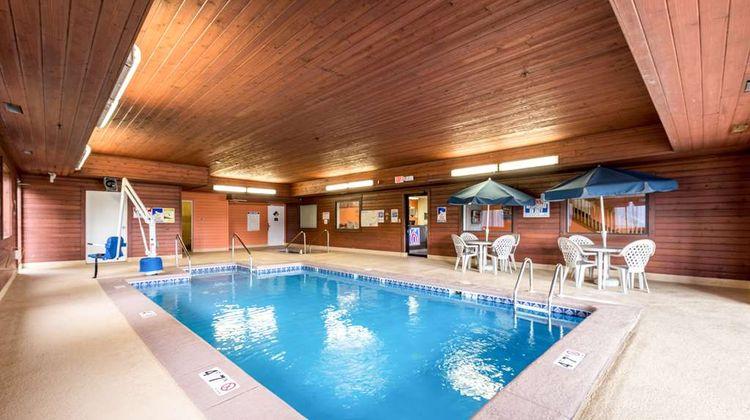 Motel 6 Waterloo Pool