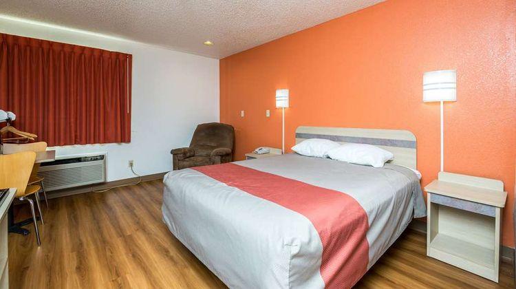 Motel 6 Waterloo Room