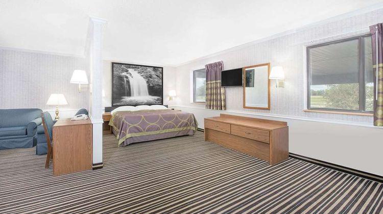 Super 8 Morris Room