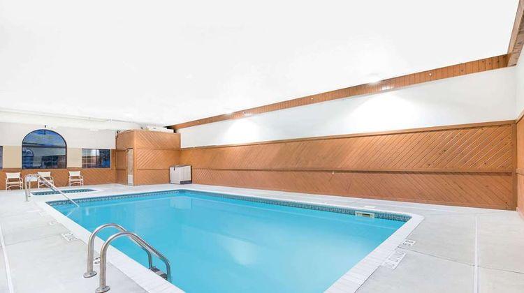 Super 8 Morris Pool