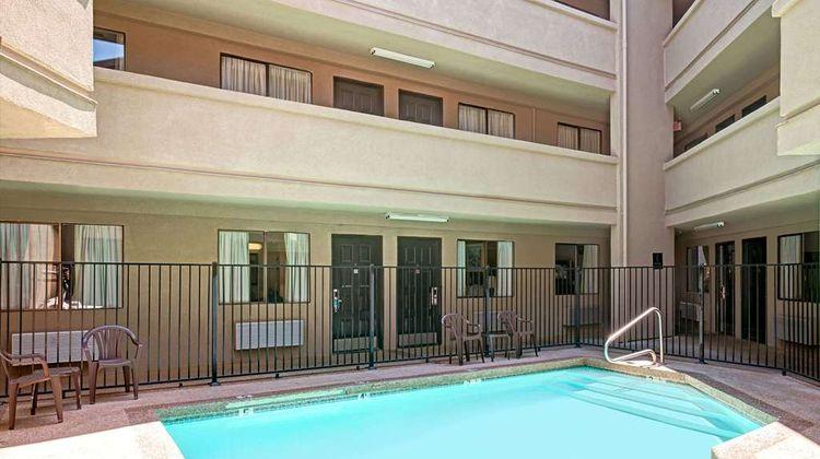 Travelodge Sacramento / Rancho Cordova Pool