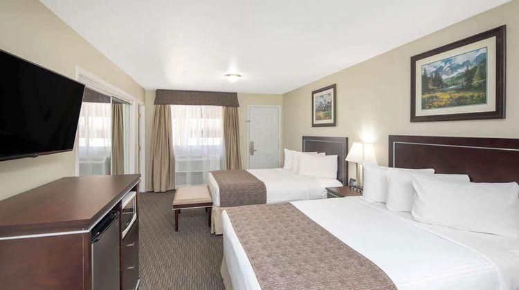 Travelodge Sportsman Lodge Suite