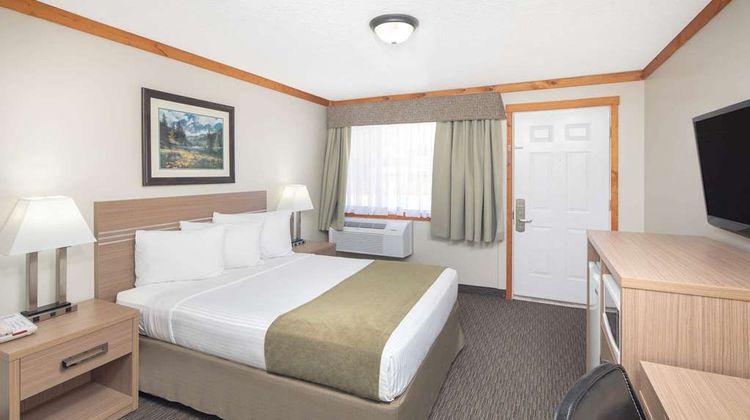 Travelodge Sportsman Lodge Room