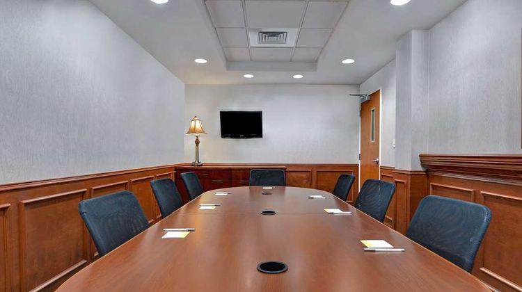 Hampton Inn & Suites Meeting